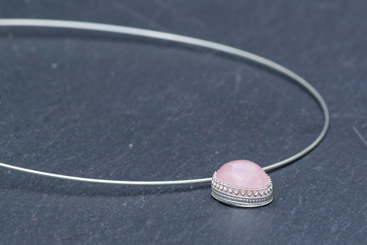 Sterling silver choker with rose quartz pendant