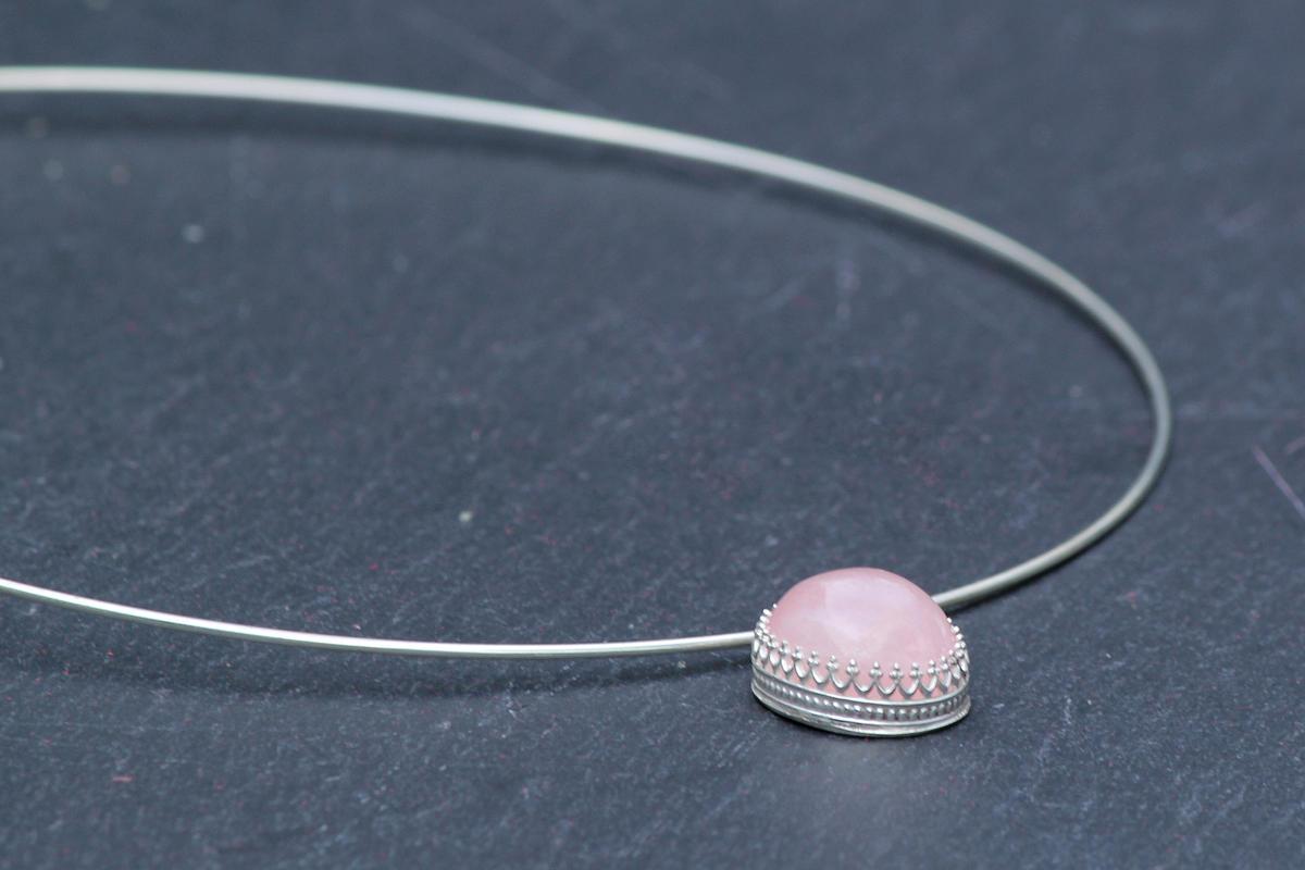 Sterling silver choker with rose quartz pendant
