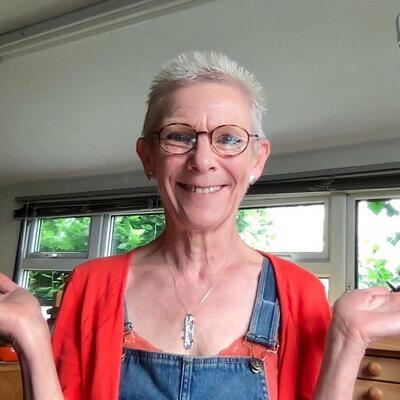Happy Jeweller Happy Hands Maggie Birchall of Magwitchery Herts Visual Arts