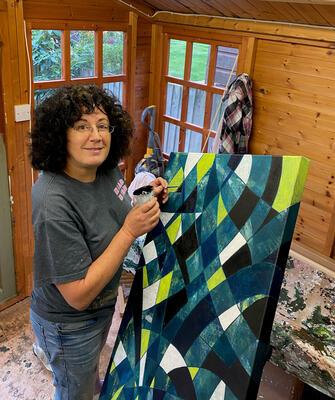Lorraine Benton ... Artist at work